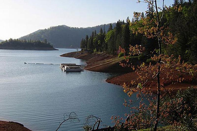 Lake shasta boating fishing for Lake shasta fishing